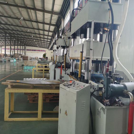 金属彩石瓦液压机