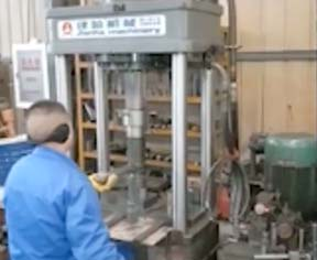 两梁四柱液压机视频