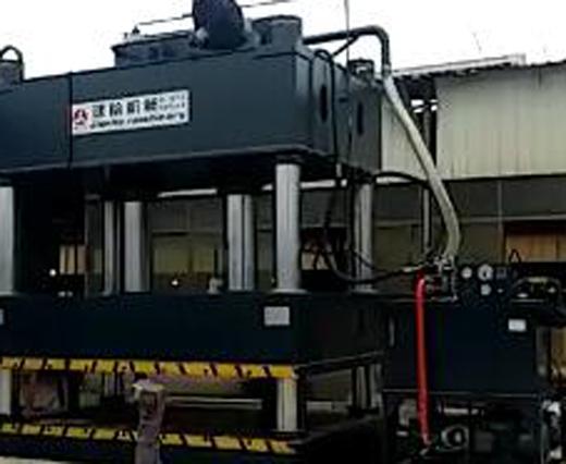 大型四柱液压机测试