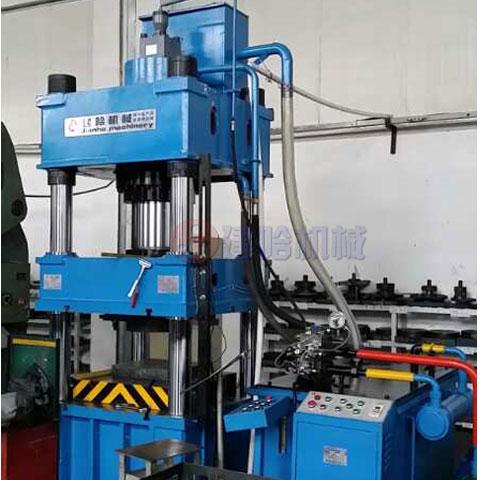 300吨四柱液压机
