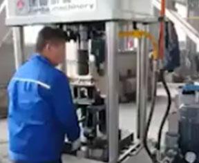 二梁四柱液压试机视频